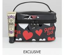 Exklusiv bei ASOS Illuminating BB Cream, inklusive gratis Make-Up-Täschchen Transparent