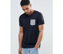 Schmales T-Shirt mit V-Ausschnitt und farblich abgesetzter Tasche, schwarz Schwarz