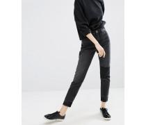 Schwarze Mom-Jeans mit Aufnähern Schwarz