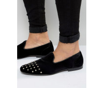 Elegante Loafer aus schwarzem Samt mit Nietenverzierung auf der Zehenkappe Schwarz