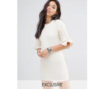 Leicht geripptes Vintage-Kleid mit spitzenbesetzten Ärmeln Beige