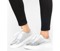 Sneaker in Metallic Silber