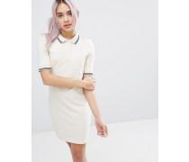 Kleid mit Polokragen und kontrastierenden Streifen Weiß