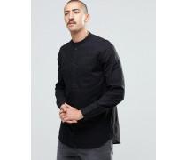 Kragenloses, schwarzes Hemd Schwarz