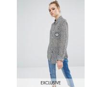Transparentes, geblümtes Boyfriend-Hemd mit Herz-Tasche Blau