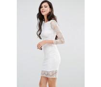 Langärmeliges, figurbetontes Kleid mit Spitzenarm Cremeweiß