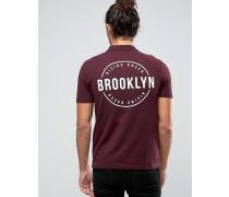 Pikee-Polohemd mit Brooklyn-Print auf Brust und Rücken Rot