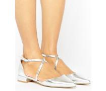 Spitze, flache Schuhe mit überkreuzten Riemen Silber