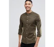Enges, langärmliges Hemd in Khaki mit Grandad-Kragen Grün