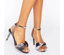 Sandalen mit Absatz und Samtschleife Silber