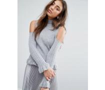 Hochgeschlossener, gerüschter Pullover mit freier Schulter Silber