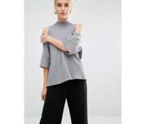 Weiter Pullover mit freier Schulter Grau