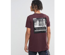 Langes, blutrotes T-Shirt mit glänzendem Fotoprint auf der Rückseite Rot