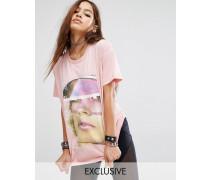 X Manta Oversize-T-Shirt im Boyfriend-Stil mit Gesicht-Grafik Rosa