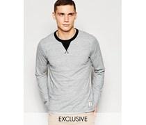 Exklusiv bei ASOS Langärmliges Shirt mit Rundhalsausschnitt Grau