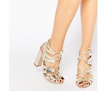 Cleo Ghillie-Sandalen mit Schnürung in Gold-Metallic Gold
