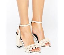Sandalen mit Absatz und Rüschen Beige