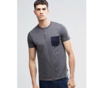 Geknöpftes T-Shirt mit Tasche Grau