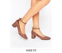 New Look Sandale mit Tierfell und Blockabsatz in weiter Passform Mehrfarbig