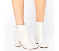 Stiefel im Stil der 60er mit Blockabsatz Cremeweiß