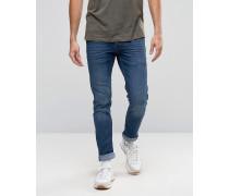 Schmal geschnittene Jeans mit Stretchanteil in verwaschenem, hellem Jeansblau Blau