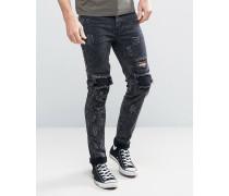 Eng geschnittene Jeans im Distressed-Look in Acid-Waschung Schwarz