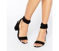 Sandalen mit Blockabsatz und geschnürter Fessel Schwarz