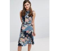 Lang geschnittenes, ausgestelltes Kleid mit Blumenmuster und Gürtel Mehrfarbig