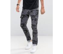 Superenge Jeans mit Cargo-Details in schwarzem Tarnmuster Schwarz