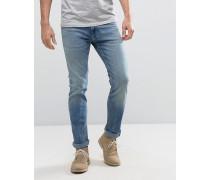 Enge Jeans in mittlerer Waschung mit Rissen an den Knien Blau