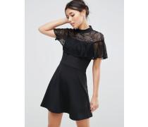 Hochgeschlossenes Kleid mit Spitzenrüschen Schwarz