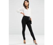 Schmal geschnittene Hose mit hoher Taille Schwarz