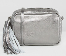 Metallic-Umhängetasche aus Leder mit Zierquaste Silber