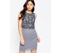 Kleid mit verzierter Lage und hinterem Schlitz Beige