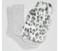 Wärmflasche mit Leopardenmuster und Kuschelsocken im Geschenkset Grau