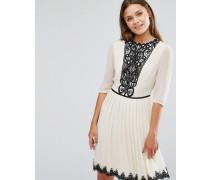 Plissiertes Kleid mit Spitzenpasse Weiß