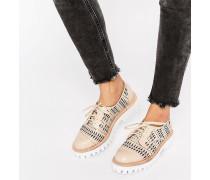 Flache Schuhe mit Schnürung, dicker Sohle und Zieraussparungen Rosa