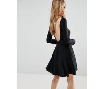 Glänzendes Skaterkleid mit tiefem Rückenausschnitt Schwarz
