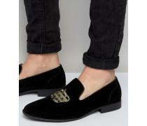 Elegante Slipper aus schwarzem Wildlederimitat mit aufgestickter Krone Schwarz