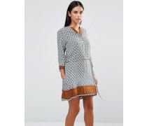 Ausgestelltes Kleid mit Vintage-Muster und Band an der Taille Blau