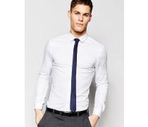 Enges Hemd in Weiß mit marineblauer Krawatte, 15% RABATT Weiß