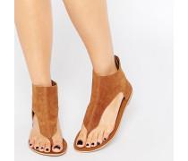 Flache, knöchelhohe Sandalen aus Wildleder mit Zehensteg Bronze