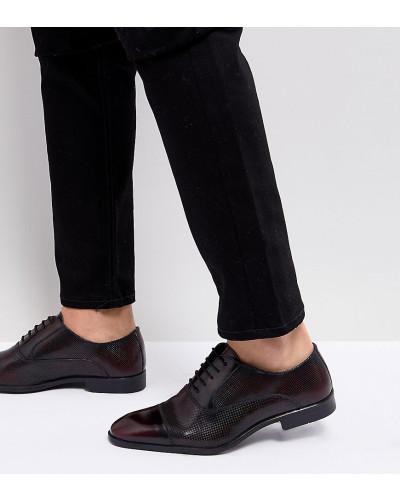 8989cc6bf35d ASOS Herren Oxford-Schuhe aus burgunderrotem Leder mit Laserschnitt-Detail  weite Passform Vorbestellung snwWXH