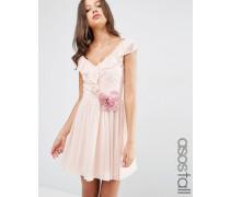 Minikleid mit gerüschtem V-Ausschnitt und Blumenverzierung Rosa