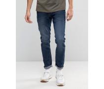 Schmal geschnittene Jeans mit Stretchanteil in verwaschenem Dunkelblau Blau