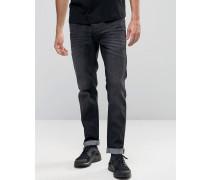 Schmal geschnittene Jeans mit Stretchanteil in verwaschenem Jeansschwarz Schwarz
