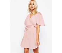 Kleid in Wickeloptik mit Spitzenbesatz Rosa