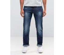 Schmal geschnittene Jeans in mittlerer Waschung Blau