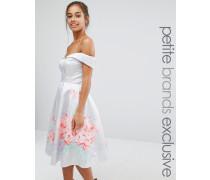 Chi Chi London Petite Ausgestelltes Bardot-Kleid aus Satin mit Blumenverzierung Grau