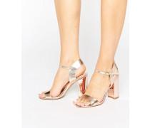 Metallisch glänzende Sandalen mit Blockabsatz Gold